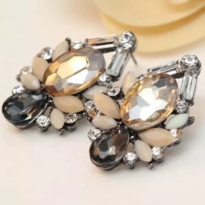 Jewelry - NEW! STUNNING VINTAGE LOOK EARRINGS